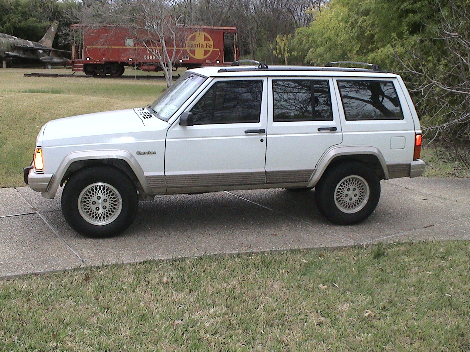 93 Jeep Cherokee - White